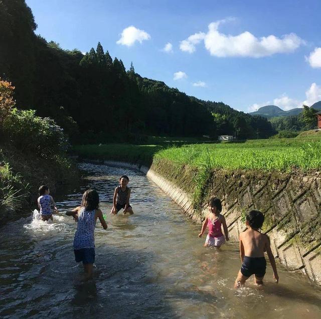 Bỏ phố về vùng nông thôn, gia đình 5 người biến cuộc sống trong ngôi nhà gỗ thành thiên đường ai cũng ước mơ - Ảnh 23.