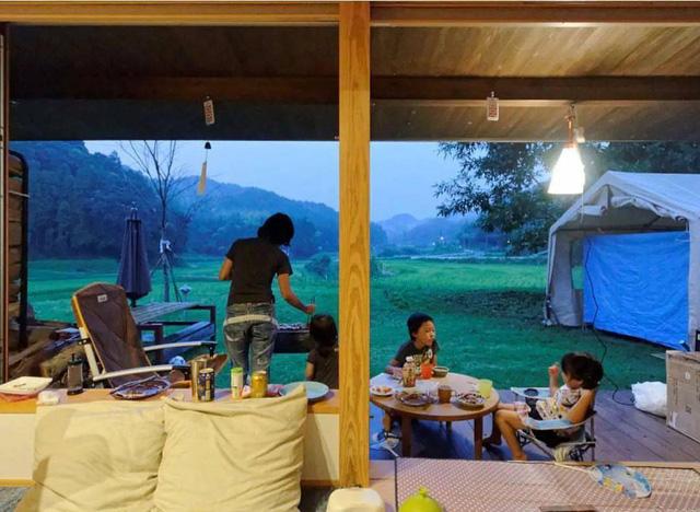 Bỏ phố về vùng nông thôn, gia đình 5 người biến cuộc sống trong ngôi nhà gỗ thành thiên đường ai cũng ước mơ - Ảnh 32.