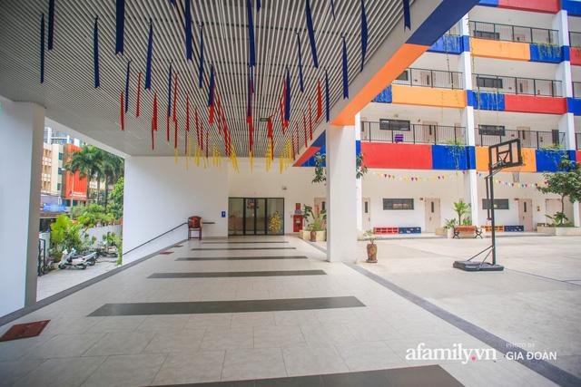 Có một ngôi trường dạy theo phương pháp Đồng kiến tạo ở ngay Hà Nội, phòng học ngập tràn ánh sáng, đặc biệt nhất là khu vui chơi trên sân thượng  - Ảnh 2.
