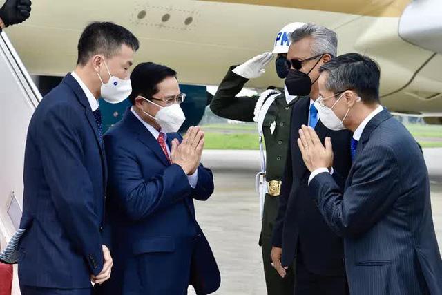 Thủ tướng Phạm Minh Chính tới Indonesia, bắt đầu chuyến công tác nước ngoài đầu tiên  - Ảnh 1.