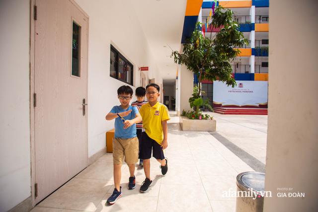 Có một ngôi trường dạy theo phương pháp Đồng kiến tạo ở ngay Hà Nội, phòng học ngập tràn ánh sáng, đặc biệt nhất là khu vui chơi trên sân thượng  - Ảnh 6.