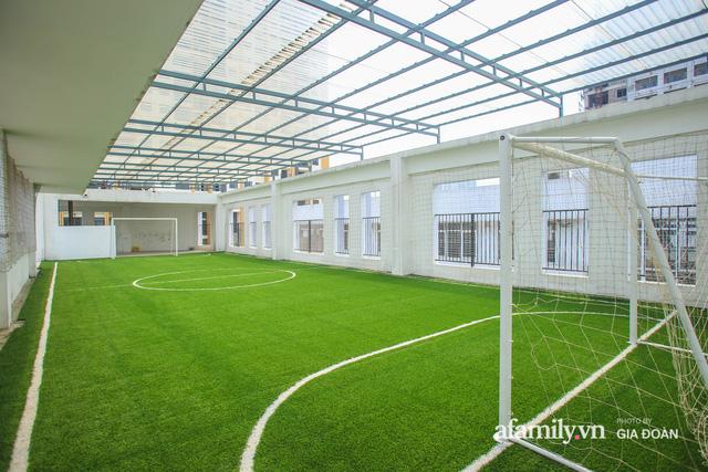 Có một ngôi trường dạy theo phương pháp Đồng kiến tạo ở ngay Hà Nội, phòng học ngập tràn ánh sáng, đặc biệt nhất là khu vui chơi trên sân thượng  - Ảnh 8.