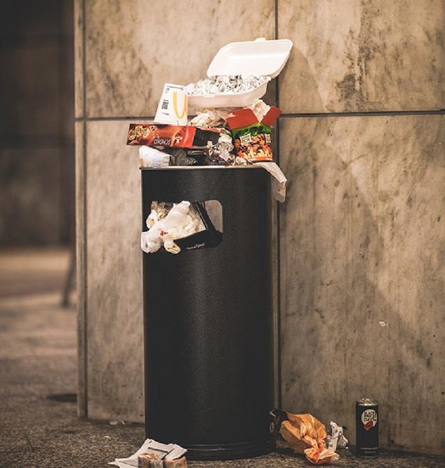 Những thứ trong thùng rác của người giàu khác gì so với của người nghèo: Học làm giàu từ đây chứ đâu! - Ảnh 2.