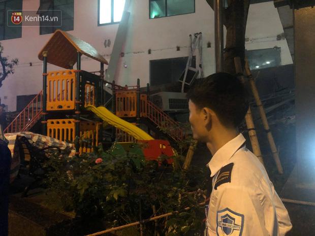 Cả dàn điều hoà ở chung cư Hà Nội bất ngờ đổ sập, rơi xuống sân chơi cho trẻ em - Ảnh 3.