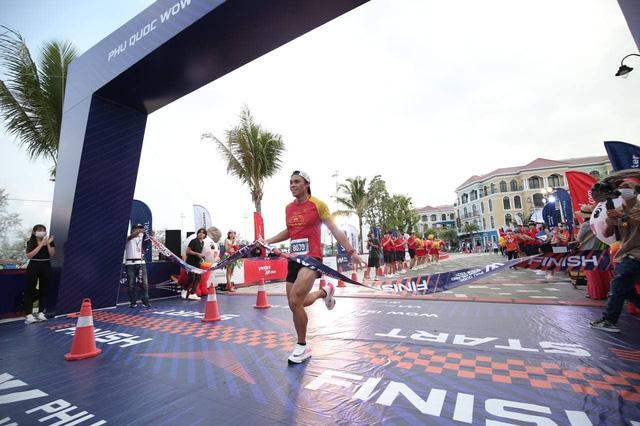 Nhà vô địch cự ly 21km Phu Quoc WOW Island Race 2021: Không hổ danh là giải chạy quốc dân, đúng nghĩa với từ WOW - ấn tượng, đặc biệt và khác biệt! - Ảnh 1.