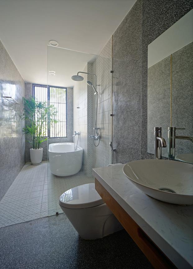 Sở hữu lô đất có vị thế đẹp, vợ chồng Đà Nẵng xây ngôi nhà nhỏ nhưng xuất sắc đến mức lên cả báo Mỹ - Ảnh 11.