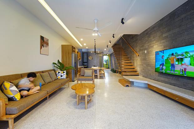 Sở hữu lô đất có vị thế đẹp, vợ chồng Đà Nẵng xây ngôi nhà nhỏ nhưng xuất sắc đến mức lên cả báo Mỹ - Ảnh 3.