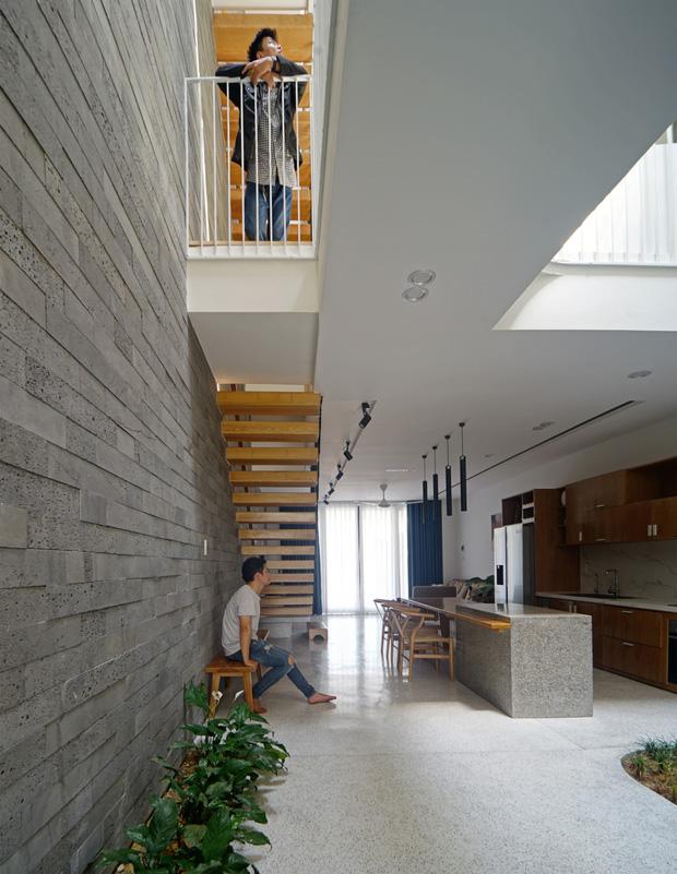 Sở hữu lô đất có vị thế đẹp, vợ chồng Đà Nẵng xây ngôi nhà nhỏ nhưng xuất sắc đến mức lên cả báo Mỹ - Ảnh 6.