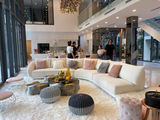 Gia tài Nathan Lee - Ngọc Trinh: Bên có từ villa Beverly Hills 12.000m2 đến bạch dinh 600 tỷ, bên yêu nữ đồ hiệu nức tiếng Vbiz - Ảnh 7.