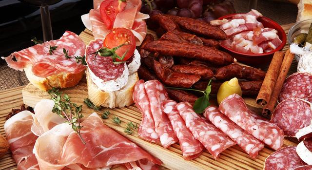 Tạp chí Dinh dưỡng Lâm sàng Hoa Kỳ cho biết ăn 25 gram thịt này mỗi ngày làm tăng 44% nguy cơ sa sút trí tuệ - Ảnh 2.
