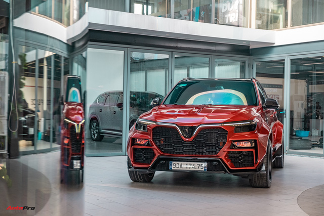 Chủ xe Bình Phước chi hàng trăm triệu độ VinFast Lux SA2.0: Ngoại hình như siêu SUV, công suất tăng 32 mã lực, riêng bộ mâm 100 triệu đồng - Ảnh 1.