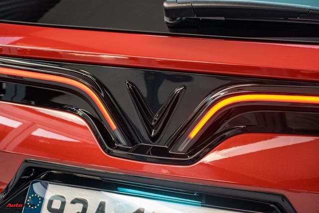 Chủ xe Bình Phước chi hàng trăm triệu độ VinFast Lux SA2.0: Ngoại hình như siêu SUV, công suất tăng 32 mã lực, riêng bộ mâm 100 triệu đồng - Ảnh 18.