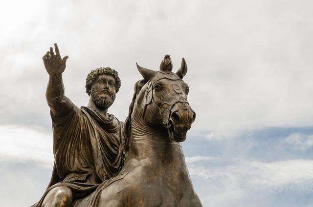 Bài học hàng nghìn năm vẫn đúng của 1 vị hoàng đế La Mã, 1 thống tướng và 1 nhà văn bị liệt: Giữa muôn trùng giông bão, mắt bão hóa ra là nơi bình yên nhất  - Ảnh 1.