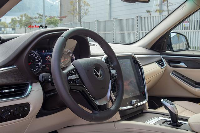 Đổi từ Mercedes-Benz GLC sang VinFast Lux SA2.0, giám đốc 8X đánh giá: Hơn vận hành, thua hoàn thiện, cần thêm tính năng an toàn - Ảnh 15.
