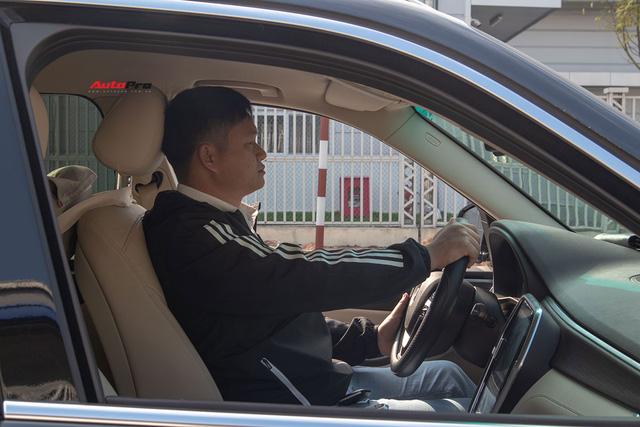 Đổi từ Mercedes-Benz GLC sang VinFast Lux SA2.0, giám đốc 8X đánh giá: Hơn vận hành, thua hoàn thiện, cần thêm tính năng an toàn - Ảnh 17.