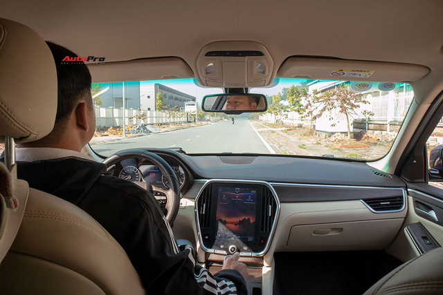 Đổi từ Mercedes-Benz GLC sang VinFast Lux SA2.0, giám đốc 8X đánh giá: Hơn vận hành, thua hoàn thiện, cần thêm tính năng an toàn - Ảnh 3.
