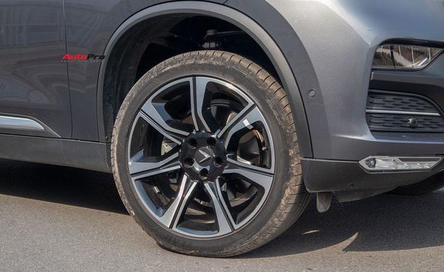 Đổi từ Mercedes-Benz GLC sang VinFast Lux SA2.0, giám đốc 8X đánh giá: Hơn vận hành, thua hoàn thiện, cần thêm tính năng an toàn - Ảnh 8.