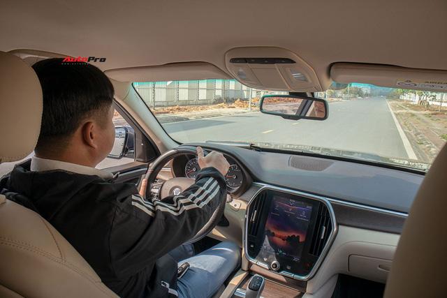 Đổi từ Mercedes-Benz GLC sang VinFast Lux SA2.0, giám đốc 8X đánh giá: Hơn vận hành, thua hoàn thiện, cần thêm tính năng an toàn - Ảnh 9.