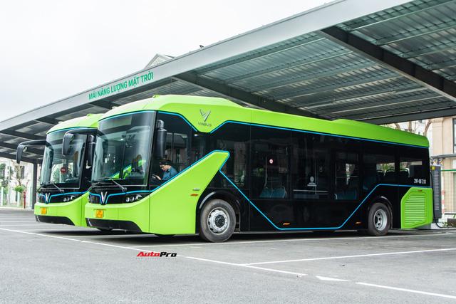 Nhiều tính năng thông minh, tự nâng/hạ gầm, WiFi miễn phí, giá như buýt thường - Ảnh 1.
