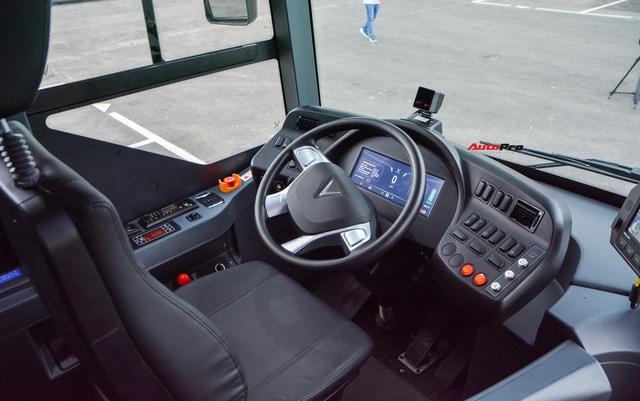 Nhiều tính năng thông minh, tự nâng/hạ gầm, WiFi miễn phí, giá như buýt thường - Ảnh 6.
