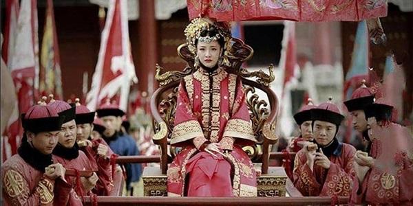 Quyền thần Ngao Bái và bè đảng bị rớt đài, theo lẽ thường cả gia tộc phải chịu án tru di, tại sao hậu duệ của ông ta lại thoát được cảnh máu chảy đầu rơi - Ảnh 2.