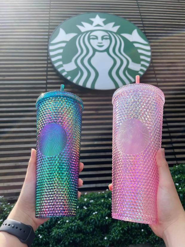 HOT: Vừa thông báo tung ra bộ đôi cốc mới vào sáng sớm, Starbucks đã khiến dân tình xếp hàng dài săn lùng, giá bán lại bị hét lên gấp 2 lần? - Ảnh 5.