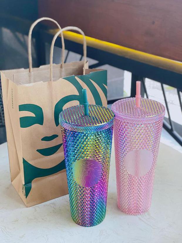 HOT: Vừa thông báo tung ra bộ đôi cốc mới vào sáng sớm, Starbucks đã khiến dân tình xếp hàng dài săn lùng, giá bán lại bị hét lên gấp 2 lần? - Ảnh 10.