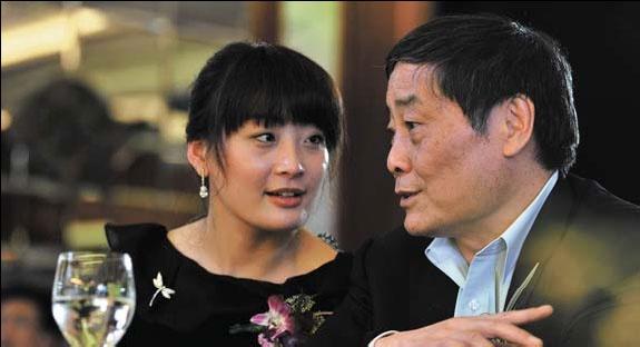 Người kế vị đặc biệt của đại gia đồ uống Trung Quốc: Là con gái độc nhất, 40 tuổi vẫn chưa một mảnh tình vắt vai, quyết không để gia sản lọt vào tay người ngoài - Ảnh 1.