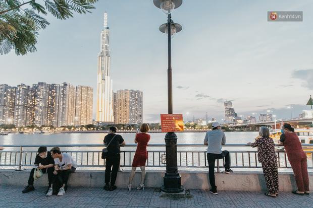 5 điểm tụ tập nổi tiếng của giới trẻ Sài Gòn giờ ra sao giữa mùa dịch: Nơi vắng lặng hơn hẳn, chỗ vẫn tấp nập như thường - Ảnh 2.