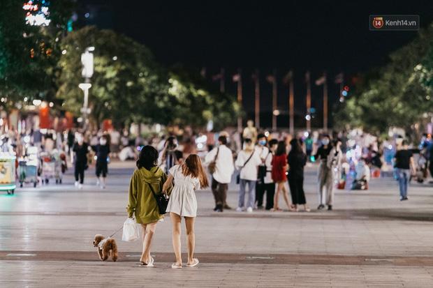 5 điểm tụ tập nổi tiếng của giới trẻ Sài Gòn giờ ra sao giữa mùa dịch: Nơi vắng lặng hơn hẳn, chỗ vẫn tấp nập như thường - Ảnh 30.