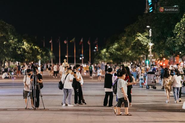5 điểm tụ tập nổi tiếng của giới trẻ Sài Gòn giờ ra sao giữa mùa dịch: Nơi vắng lặng hơn hẳn, chỗ vẫn tấp nập như thường - Ảnh 31.