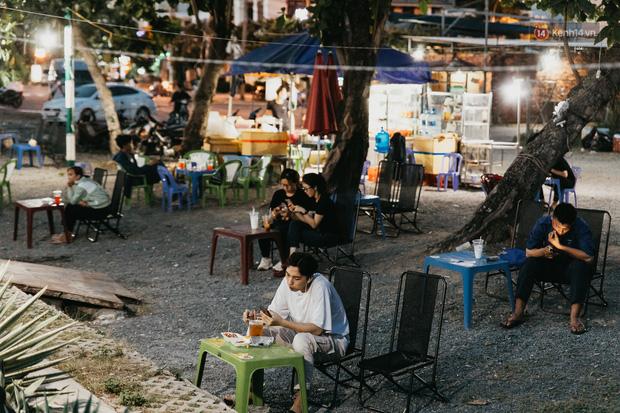 5 điểm tụ tập nổi tiếng của giới trẻ Sài Gòn giờ ra sao giữa mùa dịch: Nơi vắng lặng hơn hẳn, chỗ vẫn tấp nập như thường - Ảnh 10.
