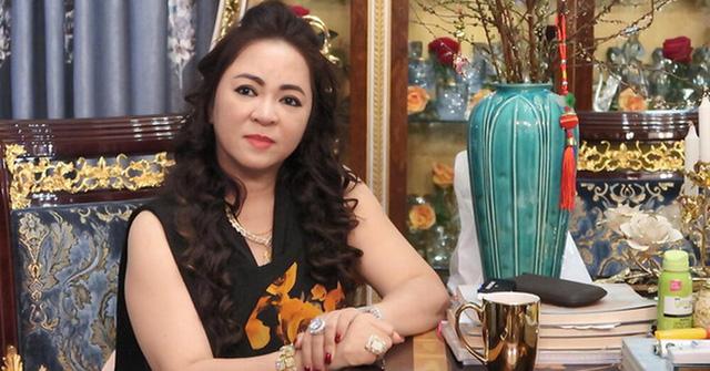 Gay gắt mắng cả showbiz Việt, duy chỉ có 1 người bà Nguyễn Phương Hằng bênh vực ra mặt - Ảnh 1.