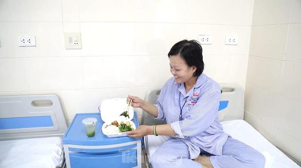 Đột nhập nhà bếp làm 10 nghìn suất ăn mỗi ngày cho bệnh viện bị phong tỏa ở Hà Nội - Ảnh 11.