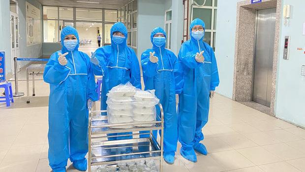 Đột nhập nhà bếp làm 10 nghìn suất ăn mỗi ngày cho bệnh viện bị phong tỏa ở Hà Nội - Ảnh 12.