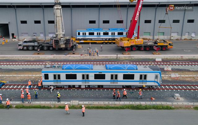 TP.HCM: Toàn cảnh lắp ráp đoàn tàu Metro số 1 nặng 37 tấn vào đường ray, sẵn sàng chạy thử  - Ảnh 13.