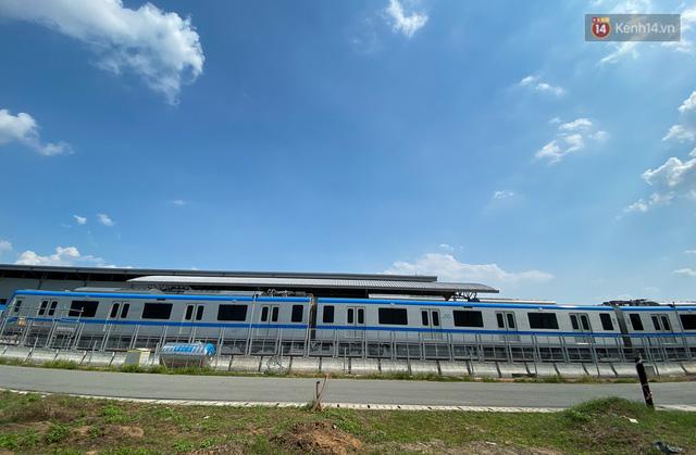 TP.HCM: Toàn cảnh lắp ráp đoàn tàu Metro số 1 nặng 37 tấn vào đường ray, sẵn sàng chạy thử  - Ảnh 15.