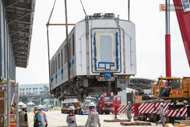 TP.HCM: Toàn cảnh lắp ráp đoàn tàu Metro số 1 nặng 37 tấn vào đường ray, sẵn sàng chạy thử  - Ảnh 5.