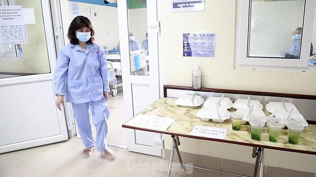 Đột nhập nhà bếp làm 10 nghìn suất ăn mỗi ngày cho bệnh viện bị phong tỏa ở Hà Nội - Ảnh 5.
