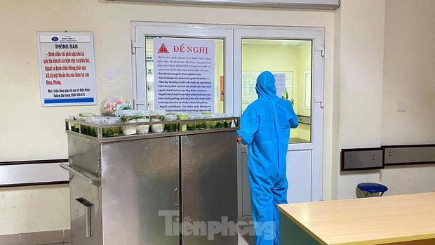 Đột nhập nhà bếp làm 10 nghìn suất ăn mỗi ngày cho bệnh viện bị phong tỏa ở Hà Nội - Ảnh 7.