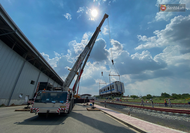TP.HCM: Toàn cảnh lắp ráp đoàn tàu Metro số 1 nặng 37 tấn vào đường ray, sẵn sàng chạy thử  - Ảnh 8.