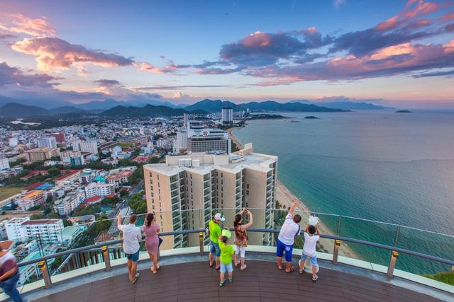 """Sau đợt phục hồi tích cực, khách sạn và Resort Việt Nam bị đòn giáng mạnh bởi Covid-19, """"nín thở"""" trước mùa cao điểm du lịch nội địa  - Ảnh 1."""