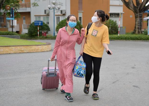 200 bác sĩ Quảng Ninh tình nguyện lên đường chi viện tâm dịch tại Bắc Giang - Ảnh 1.