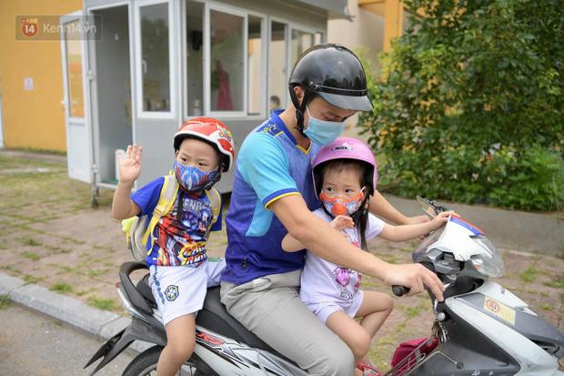 200 bác sĩ Quảng Ninh tình nguyện lên đường chi viện tâm dịch tại Bắc Giang - Ảnh 2.