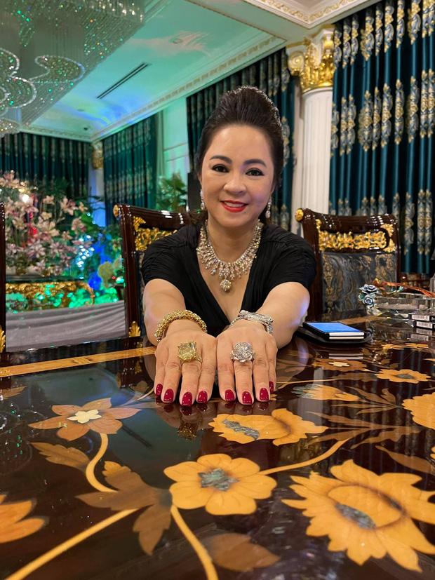 Bà Phương Hằng khoe 2 cục kim cương to khủng khiếp, khẳng định kim cương tính bằng kí không hề bốc phét! - Ảnh 1.