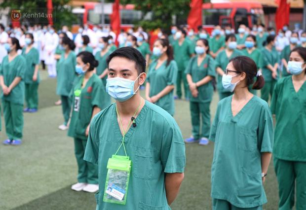 200 bác sĩ Quảng Ninh tình nguyện lên đường chi viện tâm dịch tại Bắc Giang - Ảnh 12.