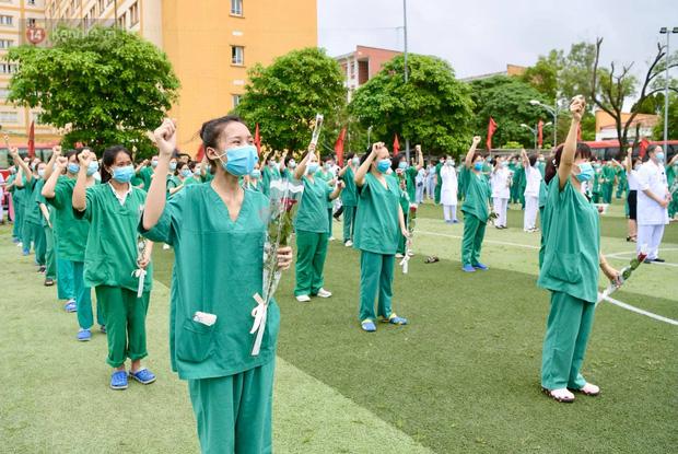 200 bác sĩ Quảng Ninh tình nguyện lên đường chi viện tâm dịch tại Bắc Giang - Ảnh 15.