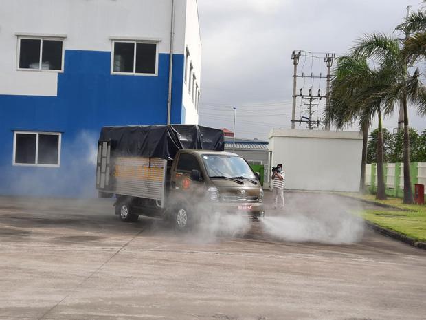 Hình ảnh quân đội khử khuẩn ổ dịch trong khu công nghiệp ở Bắc Giang - Ảnh 3.