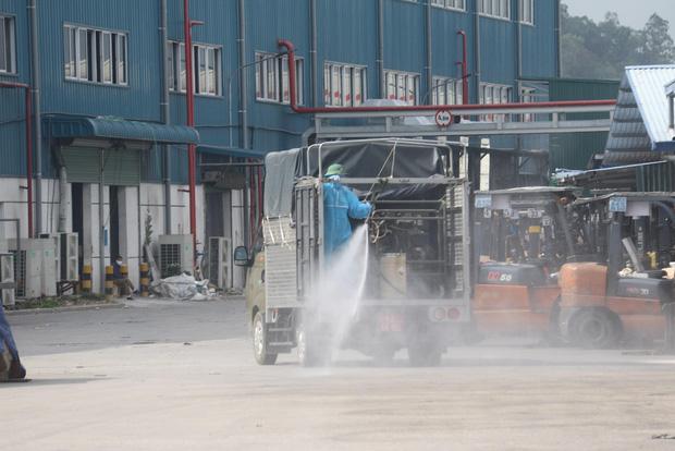 Hình ảnh quân đội khử khuẩn ổ dịch trong khu công nghiệp ở Bắc Giang - Ảnh 4.