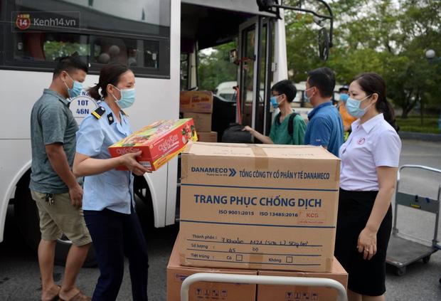 200 bác sĩ Quảng Ninh tình nguyện lên đường chi viện tâm dịch tại Bắc Giang - Ảnh 6.